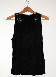 Kup mój przedmiot na #vintedpl http://www.vinted.pl/damska-odziez/koszulki-na-ramiaczkach-koszulki-bez-rekawow/8323472-hm-grafitowa-bluzka-z-kamieniami-szerokie-wyciecia-38-m