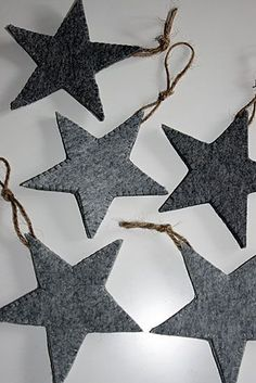 felt stars – selfmade minimalistic winter and xmas decoration in grey shades Decoration Christmas, Noel Christmas, Xmas Decorations, Winter Christmas, All Things Christmas, Christmas Ornaments, Modern Christmas, Christmas Lights, Felt Crafts