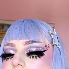 look at this lil snoot ⭐️✨ I love cut creases ? it's tricky doing them in pastels but I'm gonna play w it more 💪🏻💜 . Edgy Makeup, Makeup Geek, Makeup Inspo, Makeup Art, Makeup Inspiration, Hair Makeup, Makeup Ideas, Make Up Looks, Eyebrows