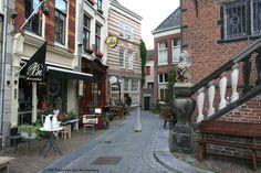 Nijmegen links van het Waag gebouw