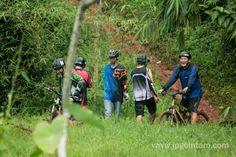 Gembira selalu bersama team, tertawa lepas saat kawan ada yang terjatuh, itulah bersepeda gunung di kawasan Jalur Pipa Gas BSD.  post by http://www.jpgbintaro.com