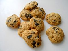 cukormentes csokis keksz (teljes kiőrlésű) - sugarfree dots Paleo, Cookies, Food, Crack Crackers, Biscuits, Essen, Beach Wrap, Meals, Cookie Recipes