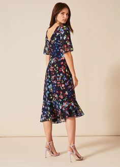 You really can't go wrong with a vibrant floral print, statement sleeves and a contemporary peplum hemline. This stunning Callista dress is one of our new season favourites. Phase Eight Phase Eight, Autumn Wedding, Get The Look, Fitness Fashion, Hemline, Looks Great, Peplum, Floral Prints, Cold Shoulder Dress