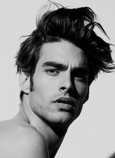 Jon Kortajarena is a Spanish male model known for his peculiar fashion sense. Jon Kortajarena's hair and hairstyles revolve around long hair and a messy but polished look. Jon Kortajarena, Toni Mahfud, Face Men, Male Face, Top Model Homme, Gorgeous Men, Beautiful People, Haircut Pictures, Male Beauty