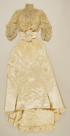Wedding dress ,1900~Image © The Metropolitan Museum of Art.