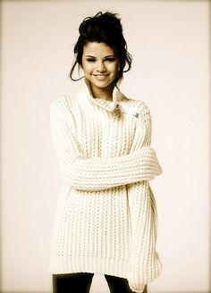 Every girl needs an oversized knitted cream sweater. Everyone as in Selena