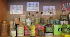 Vitrine collection #chartreuse à Paris, élixirs et flacons anciens (1/2) Caves Bossetti #liqueur