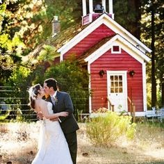 A gorgeous outdoor rustic wedding (image via Kendall Price Photography)