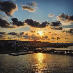 Be deryâ der menâfi bî-şomârest Ve ger hâhî selâmet der kenârest  Denizde sayısız menfaatler olsa da selâmet istiyorsan kıyıdadır. Sadi Şirâzî #istanbul 2015