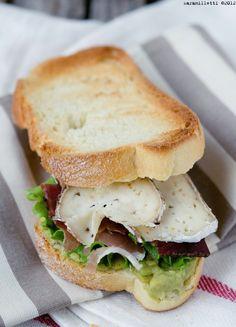 Sunday Cooking: Panino con avocado speck e formaggio