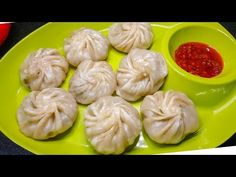 Super soft and juicy, Chicken Momos or Dumplings are simply irresistible, don't you agree? Furthermore, a great snack to munch on throughout the year, here's. Easy Indian Recipes, Easy Cake Recipes, Snack Recipes, Cooking Recipes, Chicken Momo Recipe, Momos Recipe, Indian Appetizers, Chocolate Cake Recipe Easy, Vegetarian Snacks