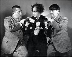 The Three Stooges vintage press photo. Mor, Larry & Curley stooging around with te Hand Puppets molded to their likeness. The Three Stooges, The Stooges, Jewish Comedians, Black White Photos, Black And White, Jessica Mendoza, Funniest Pictures Ever, Comedy Acts, Great Comedies