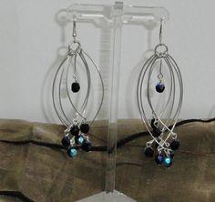 Pendientes tornasolados en alambre y cristal de Murano.
