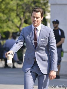 Matt Bomer: 'White Collar' Fifth Season Filming!: Photo Matt Bomer is dapper while shooting scenes for his hit show White Collar on Friday (May in New York City. A few weeks ago, the actor was dashing… White Collar Season 5, White Collar Quotes, Matt Bomer White Collar, Comic, Smart Outfit, Gq Style, Most Handsome Men, Suit And Tie, Business Outfits