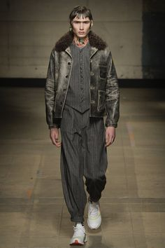 See the complete Topman Design Fall 2017 Menswear collection.