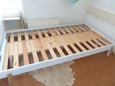 Basic Ikea bed to pull-out bed / Rykene bed to PS 2012 pull-out (sort-of) from P. - Basic Ikea bed to pull-out bed / Rykene bed to PS 2012 pull-out (sort-of) from Practical Delights - Murphy-bett Ikea, Cama Ikea, Ikea Hack, Diy Sofa, Diy Daybed, Pull Out Daybed, Bed Without Mattress, Campervan Bed, Camper Beds