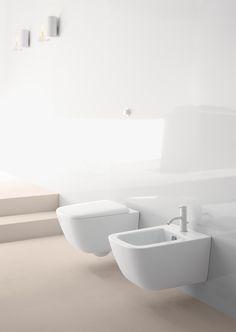 """Da oggi nel negozio online la Serie Sand SGI """"Wc sospeso 55"""". I sanitari Sand rappresentano soluzioni per l'arredo bagno con caratteristiche formali e di stile razionali ed eleganti, che, secondo gli stilemi della collezione, assecondano le necessità di composizione di ambienti ricercati e personalizzati senza compromessi in termini e qualità e performance. I sanitari Sand dispongono di tutte le innovazioni…"""