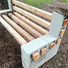 We spotted this clever DIY cinder block + bench on campus Janay Stanford . We spotted this clever DIY cinder block + bench on campus Janay Stanford . Proving the power of resourcefulness whil. Cinder Block Furniture, Cinder Block Bench, Cinder Block Garden, Cinder Blocks, Bench Block, Cinder Block Ideas, Garden Furniture Design, Diy Outdoor Furniture, Outdoor Decor