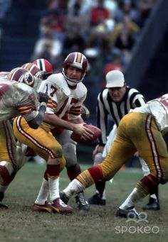 RFK Stadium Redskins | Washington Redskins quarterback (17) Billy Kilmer in action against ...
