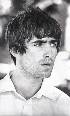 Welcome to the /r/hair community! This community is all about hair and beauty. Liam Gallagher Oasis, Noel Gallagher, Oasis Band, Mod Hair, Liam And Noel, Britpop, Wonderwall, Cool Bands, The Beatles