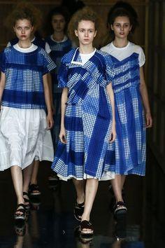 Comme des Garçons Fashion Show, Spring/Summer 2013 tag: Rei Kawakubo Fashion Art, High Fashion, Fashion Show, Runway Fashion, Fashion Design, Textiles, Rei Kawakubo, Japanese Fashion, Fashion Details