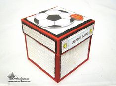 Hello! I am back with the a soccer explosion box which I have showed a sneak preview of the miniature field in my previous post! The explosion box was customized for an Arsenal fan who is also a so…