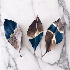 These are painted leaves, but could you make ceramics? - Hazal Soyer - # a… - Salt dough recipes - These are painted leaves but could you make ceramics? Hazal Soyer These are painted leaves but - Keramik Design, Creation Deco, Painted Leaves, Painting On Leaves, Hand Painted, Leaf Art, Nature Crafts, Art Nature, Art Plastique