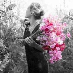 """Feliz tarde de Domingo! """"Que coisas boas aconteçam...Que cheguem de mansinho,tocando a alma,assim com jeitinho...Que nos façam sorrir e sentir...como é bom viver! (Yara Alves) """"Considera o objetivo do """"CONHECE-TE A TI MESMO"""" e a tua mente longe de ser atingida por vibrações de amargura, constituirá um refúgio luminoso de sagradas energias espirituais, onde outras almas buscarão conforto, coragem, luz e amor. ((Emmanuel - Chico Xavier))"""