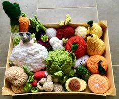 Crochet Toys Patterns, Stuffed Toys Patterns, Doll Patterns, Crochet Diy, Crochet Food, Fruits En Crochet, Homemade Toys, Doll Tutorial, Couture