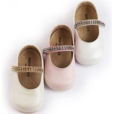 Детски обувки от естествена кожа, украсени с кристалчета по каишката. Подходящи за първите стъпки на вашето дете. Предлагат се в три цвята: екрю, бяло и розово. Little Girls, Baby Shoes, Slip On, Sandals, Kids, Clothes, Fashion, Young Children, Outfits