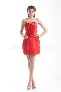 Robe de cocktail rouge mini pas cher sans manches décoration perlée en satin