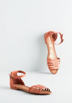 Cape May I Join You? Sandal in Cantaloupe. These coral sandals are more than ready to accompany you on your next vacay! #coral #modcloth