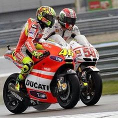 Valentino Rossi and Marco Simoncelli Grand Prix, Ducati Motogp, Rossi Yamaha, Race Around The World, Valentino Rossi 46, Sportbikes, Racing Motorcycles, Fantasy, Cool Bikes