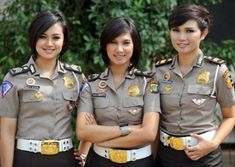 23 Police Women From Countries Worldwide Female Police Officers, Military Officer, Military Uniforms, Female Cop, Female Soldier, Female Warriors, Military Women, Girls Uniforms, Thigh Workouts