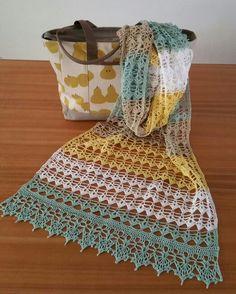 Shawl Bella, pattern Berniolies Designs. Bag: Radley.co.uk