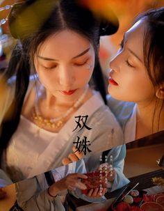 Japanese Beauty, Asian Beauty, Yuri, Airbrush Designs, Kawaii Wallpaper, Couple Art, Art Reference Poses, Lesbians, Hanfu