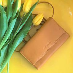 Minitasche im einem dunklen gelb (mustard) von Lost&Found Keep your essentials always with you with the Minibag in dark yellow Shopper, Lost & Found, Mini Bag, Mustard, Kate Spade, Essentials, Dark, Yellow, Accessories