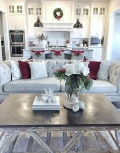 Coffee Table Christmas Decor. Easy and fast ideas to add the last details in your house before Christmas. Coffee Table Christmas Decor  #CoffeeTableChristmasDecor MyTexasHouse