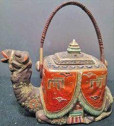 Cute Teapot, Teapots And Cups, Teacups, Teapots Unique, Deco Boheme, Tea Cozy, Tea Art, Chocolate Pots, Ceramic Pottery