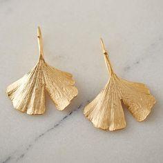 Gingko Leaf Earrings (5.615 RUB) ❤ liked on Polyvore featuring jewelry, earrings, bronze, leaf earrings, leaves earrings, earring jewelry, leaf jewelry and leaves jewelry