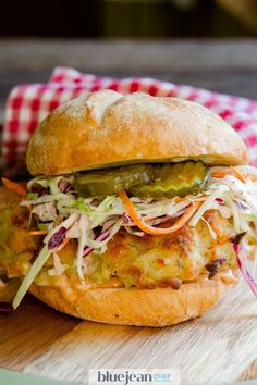 This air-fried chicken sandwich delivers all the pleasure and satisfaction of a fried chicken lunch, but with much less guilt! Sandwiches, Blue Jean Chef, Homemade French Fries, Fried Chicken Sandwich, Air Fryer Recipes, Coleslaw, How To Cook Chicken, The Best, Air Frying