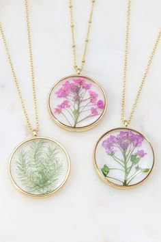 EmeryandOpal on Etsy - Pressed Flower Necklace Resin Necklace, Diy Necklace, Flower Necklace, Resin Jewelry, Jewelry Crafts, Handmade Jewelry, Flower Jewelry, Diy Resin Art, Accesorios Casual