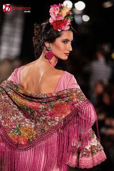 Mercedes Dobenal - We Love Flamenco 2016 Flamenco Dancers, Flamenco Dresses, Italian Chic, Spain Fashion, Silk Shawl, Haute Couture Fashion, Spanish Style, Wedding Attire, Crochet
