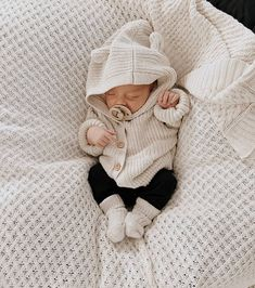 Winter Gender Neutral Newborn Baby Outfit featuring Diamond Knit Blanket by Snuggle Hunny Kids, Hipster Kind, Foto Baby, Cute Baby Pictures, New Baby Photos, Baby Outfits Newborn, Newborn Boy Clothes, Gifts For Newborn Babies, Knitted Baby Outfits, Newborn Baby Photos
