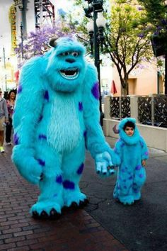 Adorable moments when kids meet Disney characters (13 photos)