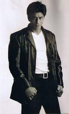 SRK. Shah Rukh Khan Bollywood Actors, Bollywood Fashion, Bollywood Style, Beautiful Boys, Beautiful People, Main Hoon Na, Kuch Kuch Hota Hai, Foreign Movies, My Big Love