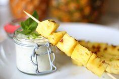 Süßes vom Grill - Gegrillte Ananasspieße mit Minz-Mascarpone-Dip - Obst für den Grill als fruchtiges Dessert