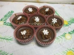 Keďže milujem gaštanové pyré, vymyslela som si tieto košíčky, oproti minulému roku prešli malou úpravou. Czech Recipes, Russian Recipes, Baking Cupcakes, Cupcake Cakes, Christmas Baking, Christmas Cookies, Eid Sweets, Mini Cakes, Food Hacks