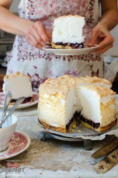 Cherry tart with light meringue foam topping, best meringue cherry pie ever! Cookie Desserts, No Bake Desserts, Just Desserts, Dessert Recipes, Polish Recipes, Sweet Tarts, Vegan Sweets, Macaron, Love Food