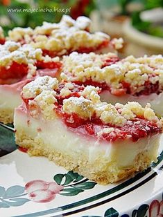 Kruche ciasto z budyniem i truskawkami Baking Recipes, Cake Recipes, Dessert Recipes, Polish Desserts, Carrot Cake Cheesecake, Strawberry Desserts, Sweet Cakes, Love Food, Sweet Recipes